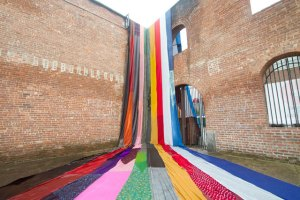 AMANDA BROWDER – makes oversized patchworks with local communities. (Ref - http://www.yellowtrace.com.au/textile-installation-art-amanda-browder/)